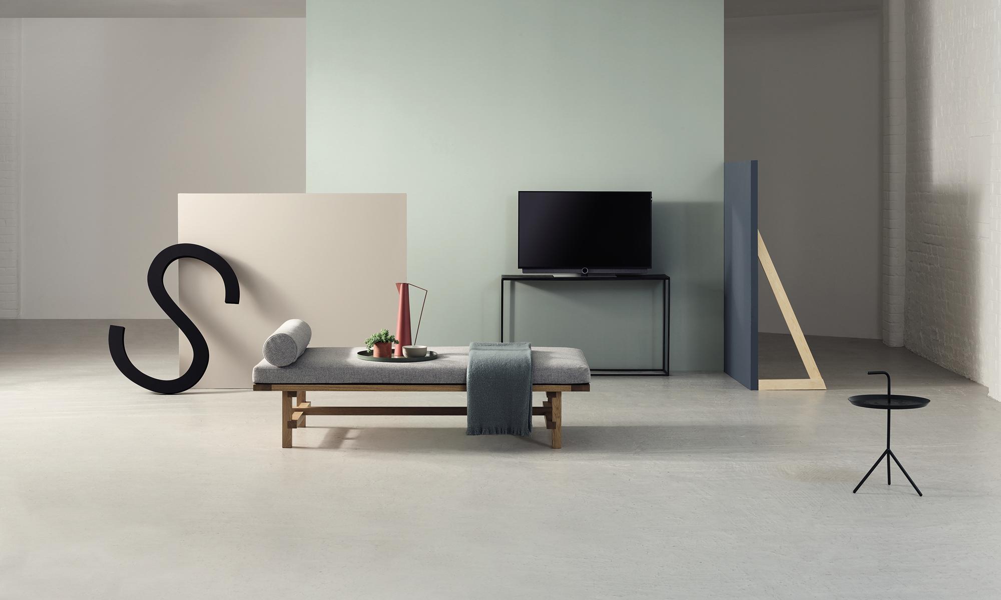Hitzler.tv Schlafzimmer mit Demo und Fernseher